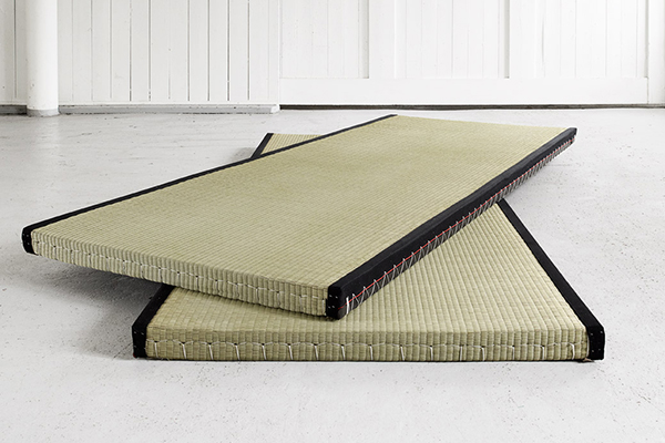 Tatami: the traditional Japanese bed base for your Futon. 100% natural.
