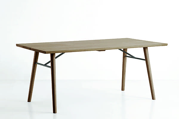 ALLEY: typically Scandinavian, a dining table in solid wood with character and personality