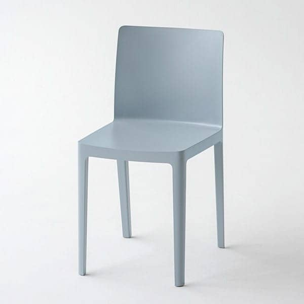 The ÉLÉMENTAIRE chair (elementary): not too imposing, not too discreet, just perfectly balanced.