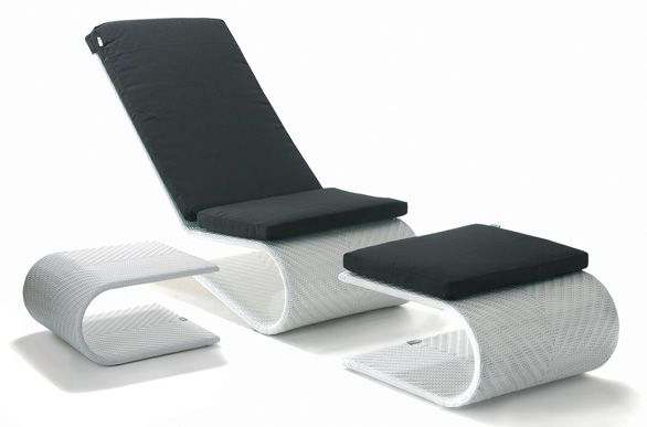 The chair with his mattress, the ottoman and one side table: EQUILIBRIO set, aluminum frame, braided UV-resistant resin
