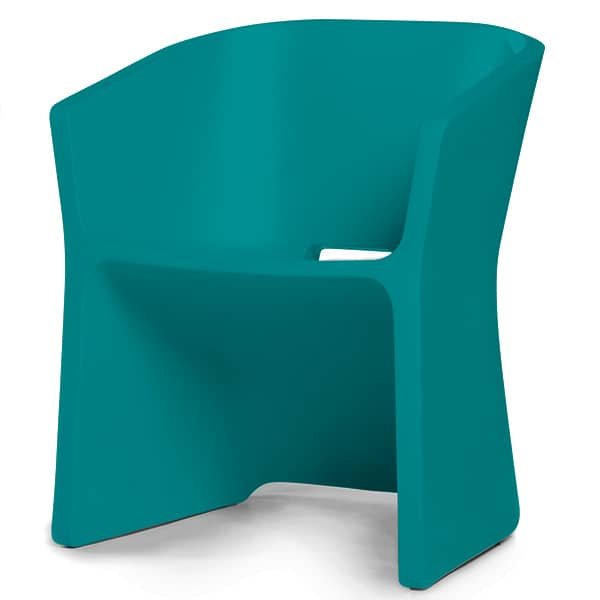 THE SLICED CHAIR, with its curved outline, goes easily from indoor to outdoor, QUI EST PAUL