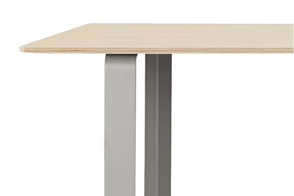 70/70, table en aluminium, design et fonctionnelle